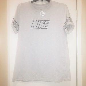 ♦️NWT♦️Nike T-shirt